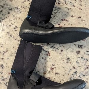 Roxy wetsuit shoes size 9